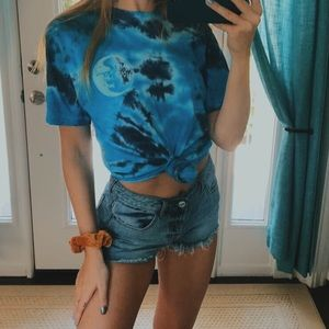 Tilly's Happy Hour T-shirt💙